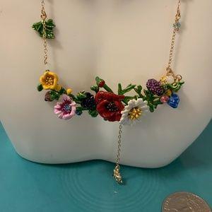 Les nereides flower necklace